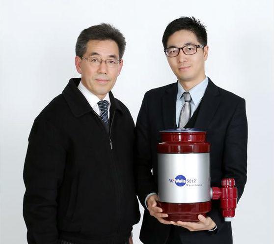 좌측부터 김석복 이사, 윤장효 대표