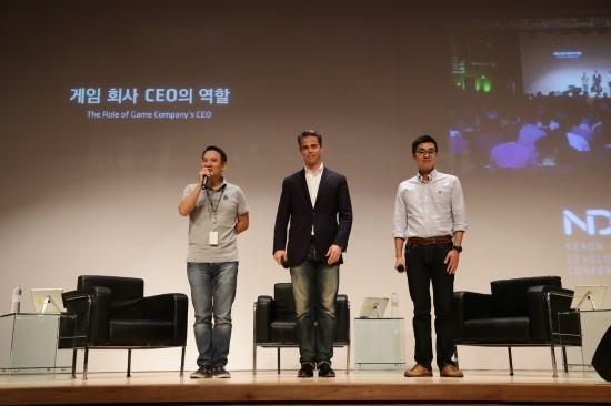 ▲지난 NDC2014에서 김정주 넥슨 대표(왼편)는 일본과 한국에서 각각 넥슨일본법인과 넥슨코리아를 이끌고 있는 경영진을 전적으로 신뢰한다고 밝혔다(사진= 넥슨)