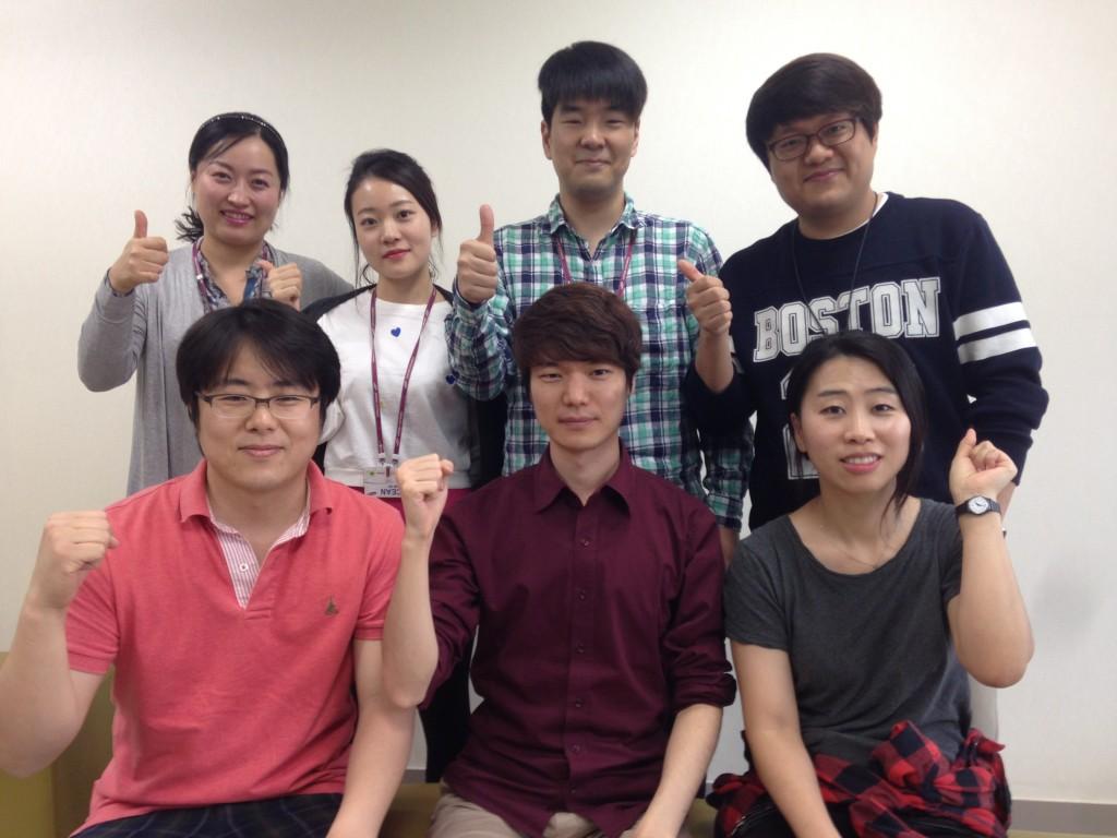예스튜디오 대표(앞줄 왼쪽)와 직원들(뒷줄 좌측부터 김쌍순, 하수진, 이문규,오세홍, 앞줄 김용재,김인선 )