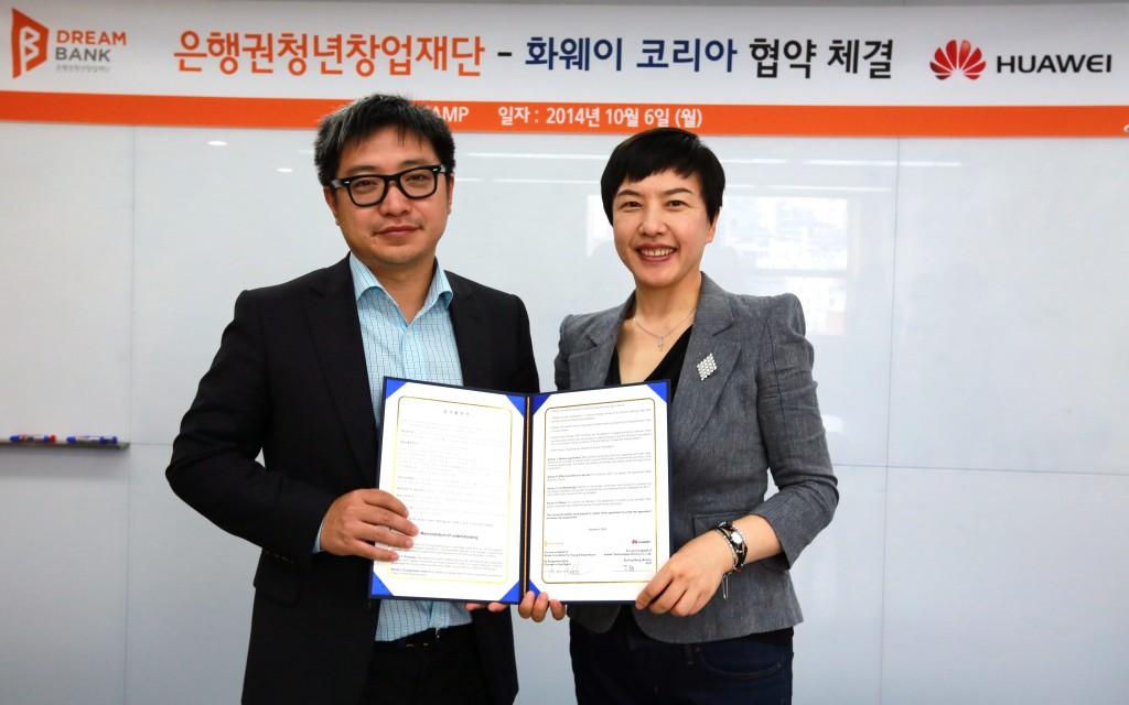 (좌)한국화웨이 켈빈딩 지사장 (우)재단 이나리 센터장