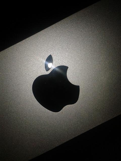 apple-inc-455982_640
