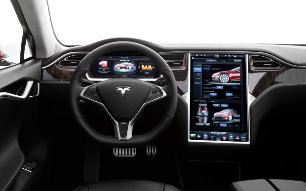 [그림7] 테슬라 전기자동차의 내부 디스플레이