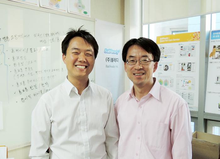 볼레디(BallReady)의 멤버들. 왼쪽부터 김진 전략기획이사(39), 박승곤 대표이사(49). 인터뷰 자리에는 함께하지 못한 박창곤 제품개발이사(58)를 포함, 총 3명의 멤버로 팀이 구성되었다.