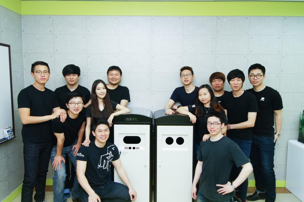 이큐브랩 단체사진 (맨 오른쪽 권순범 대표)
