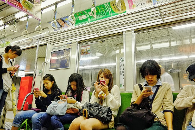 tokyo-mobile-people1