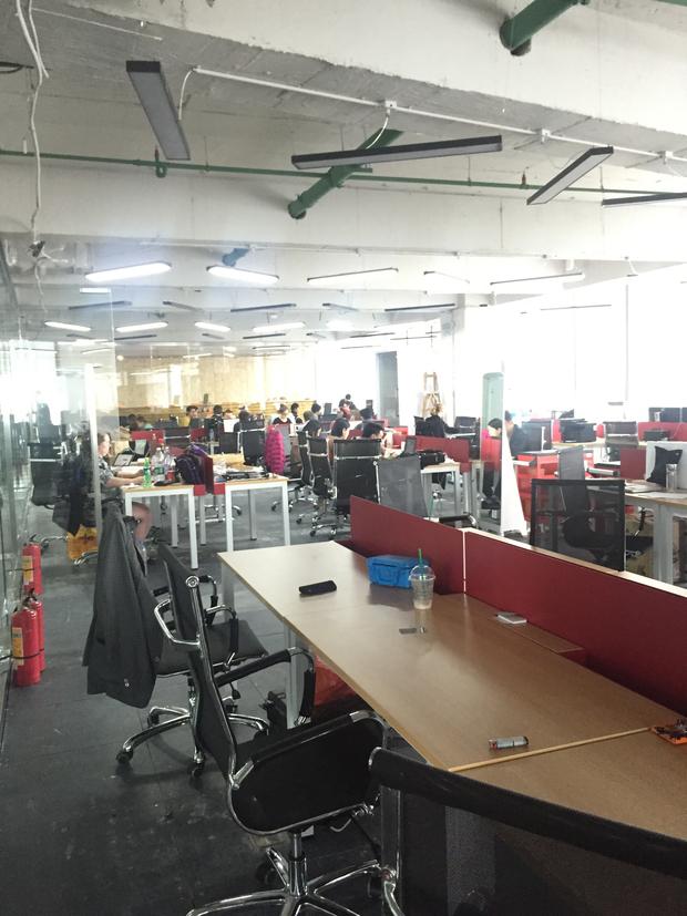 화창베이 전자상가 중심에 자리잡고 있는 HAX의 사무실.