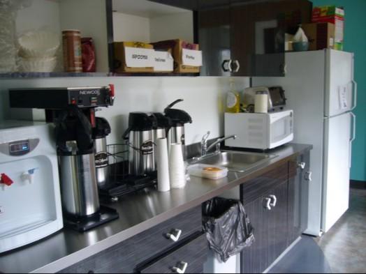 회사에는 보통 이런 키친이 있다. 냉장고에 음식을 넣어뒀다가 꺼내서 전자렌지로 데워먹는다.