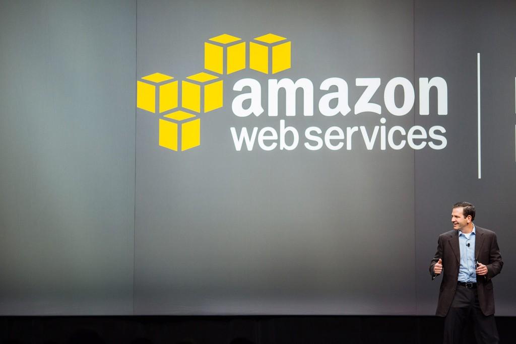 [사진] AWS 리인벤트 2015에서 발표하고 있는 테리 와이즈, 아마존웹서비스 월드와이드 파트너 에코시스템 부문 부사장