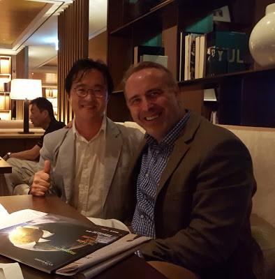 후안 세뇨르. 이노베이션 대표. 글로벌 미디어 컨설턴트다. 나에겐 미디어 분야 멘토 같은 분. 그의 메시지는 명확하고 실행할 여지가 많다. 신라호텔에서 저녁 먹으며 찍어봤다.