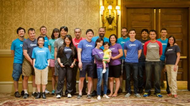 킥소의 직원들과 이대표의 가족사진입니다.