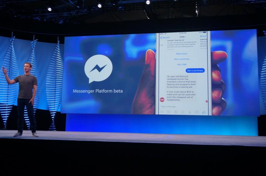 2016년 페이스북 F8 키노트에서 챗봇에 대해 설명하고 있는 주커버그. 여전히 발표에는 어색함이 남아있다.