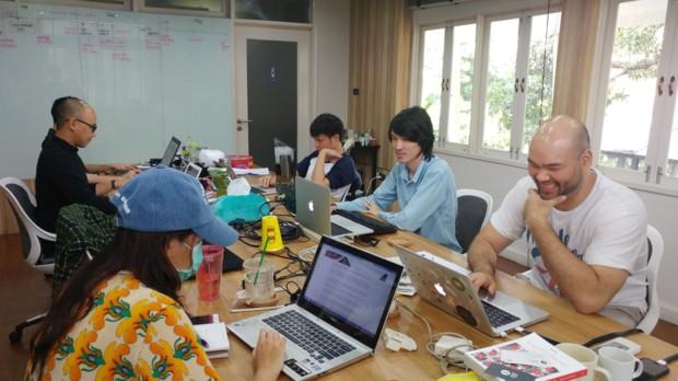 허바 2층에 있는 태국 스타트업 스토리로그. 맨 오른쪽이 CEO 피포다.