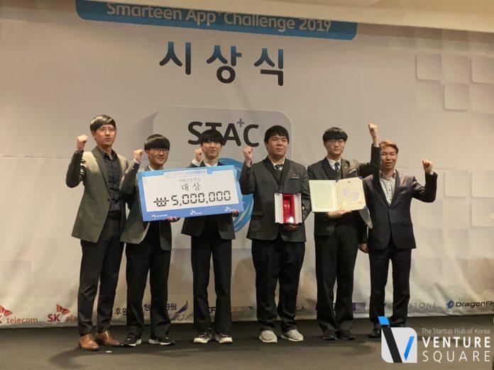왼쪽에서 두 번째부터 신승민(AI개발), 박상욱(백앤드, UX디자인), 이준형(하드웨어 개발), 권기석(앱개발, 팀장)