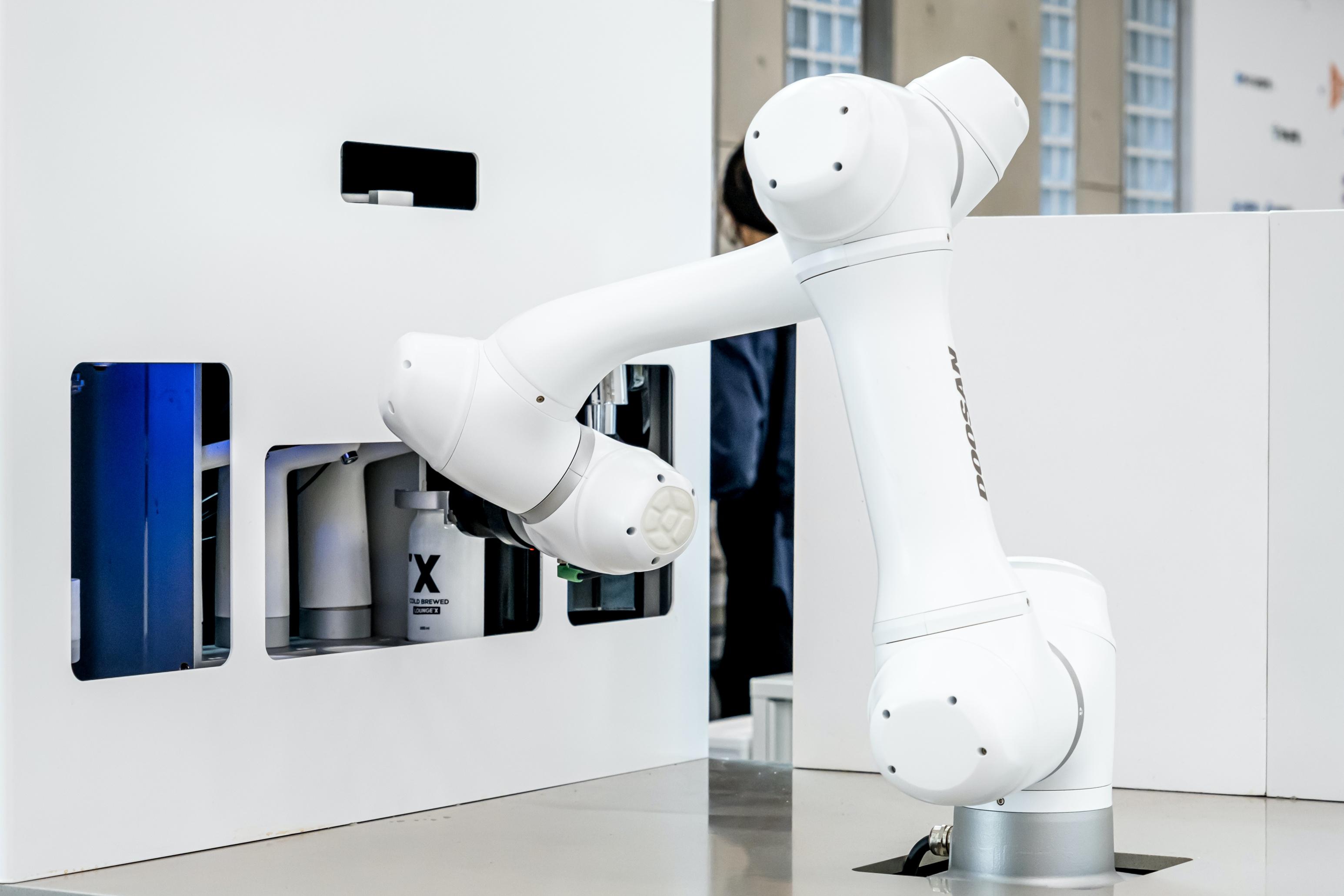 라운지랩, 배달전용 커피로봇 '바리스브루' 선보여