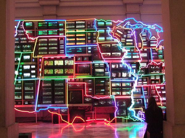 """백남준의 """"Electronic Highway""""라는 작품 from Wikipediar.org"""
