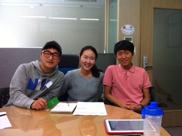 코드그루의 구성원. 왼쪽부터 오진욱 프로젝트 매니저, 김지현 대표, 심규민 개발자